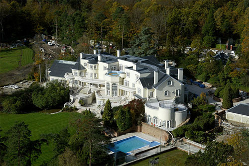 30 Amazing Mansion Designs to Live Life Like Royalty