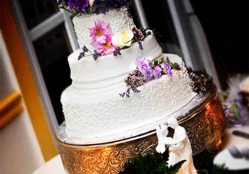 25 Intimately Elegant Wedding Cake Designs and Decorations